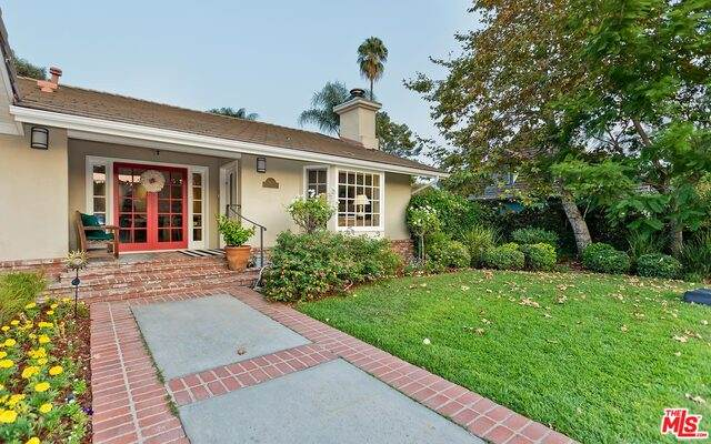4620 Forman Ave, Toluca Lake, CA 91602 (#20-638616) :: Arzuman Brothers