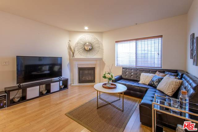 1042 S Kingsley Dr #103, Los Angeles, CA 90006 (#20-638718) :: Compass