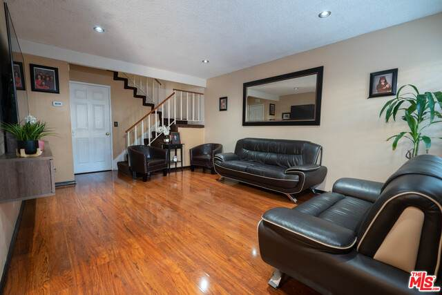 9800 Vesper Ave #145, Panorama City, CA 91402 (#20-638826) :: HomeBased Realty