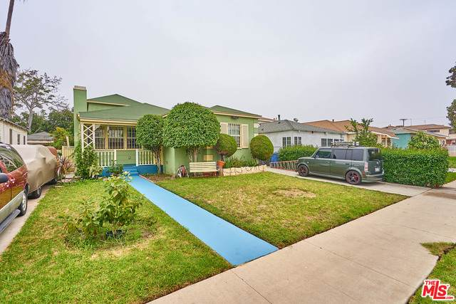 3440 12Th Ave, Los Angeles, CA 90018 (MLS #20-639582) :: Zwemmer Realty Group