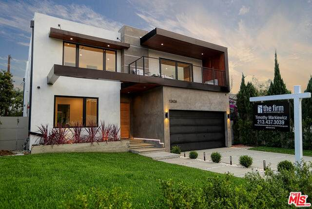 12424 Rose Ave, Los Angeles, CA 90066 (#20-639658) :: The Parsons Team
