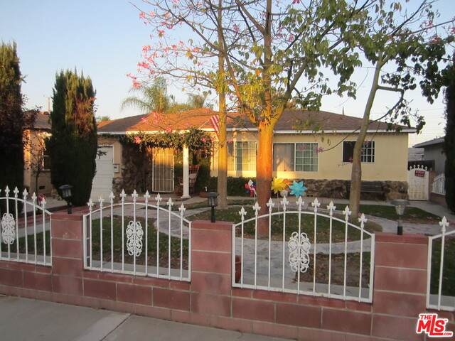 2124 N Pepper St, Burbank, CA 91505 (#20-640224) :: The Parsons Team