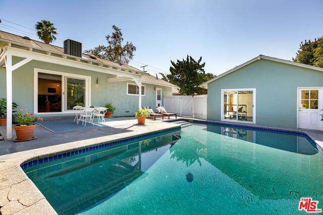 5831 Mammoth Ave, Valley Glen, CA 91401 (#20-640386) :: Arzuman Brothers