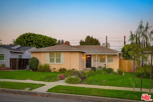 2758 Selby Ave, Los Angeles, CA 90064 (#20-641570) :: The Suarez Team