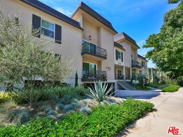 11230 Camarillo St, WEST TOLUCA LAKE, CA 91602 (#20-643118) :: Arzuman Brothers