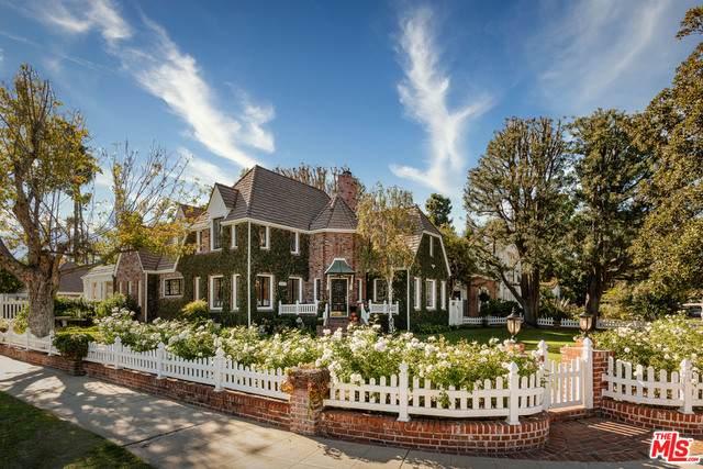 15404 Sutton St, Sherman Oaks, CA 91403 (#20-645294) :: Berkshire Hathaway HomeServices California Properties