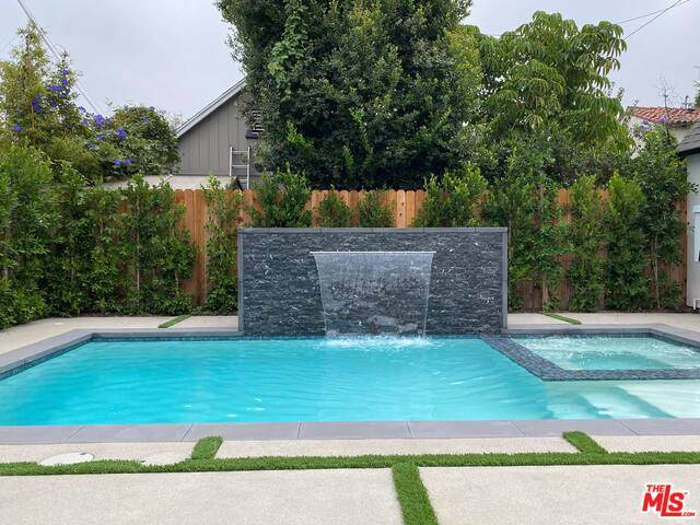 334 S Sycamore Ave, Los Angeles, CA 90036 (#20-647134) :: The Suarez Team