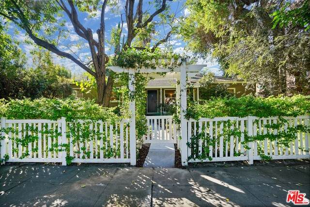 4745 Farmdale Ave, Valley Village, CA 91602 (#20-647194) :: The Parsons Team