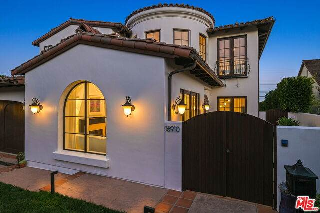16910 Bollinger Dr, Pacific Palisades, CA 90272 (#20-648286) :: The Suarez Team