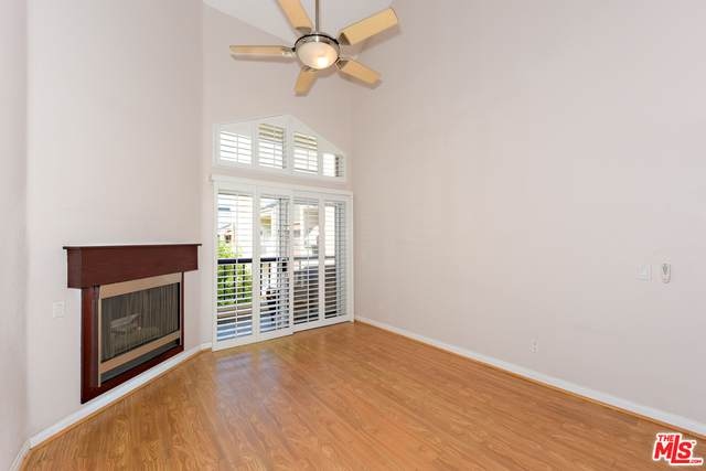 5540 Owensmouth Ave #311, Woodland Hills, CA 91367 (#20-648336) :: Randy Plaice and Associates