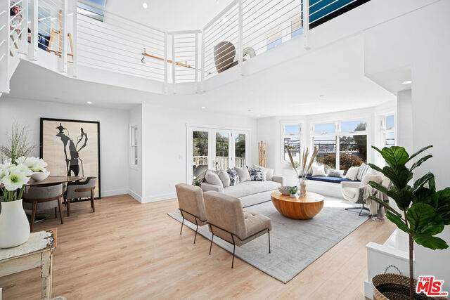 2817 3rd St #1, Santa Monica, CA 90405 (#20-648450) :: Berkshire Hathaway HomeServices California Properties