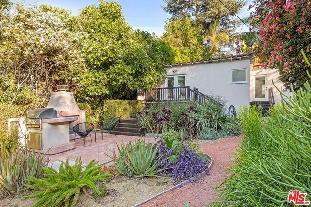 4033 Beverly Glen Blvd, Sherman Oaks, CA 91423 (#20-648734) :: The Pratt Group