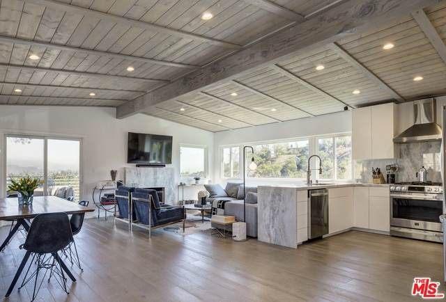 2234 Ridgemont Dr, Los Angeles, CA 90046 (#20-649024) :: Arzuman Brothers