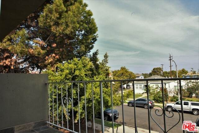 1646 Franklin St, Santa Monica, CA 90404 (#20-649290) :: Arzuman Brothers