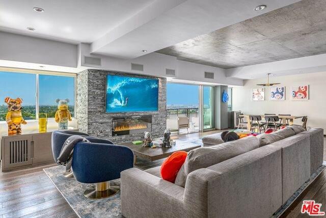 1155 N La Cienega Blvd #602, West Hollywood, CA 90069 (#20-649372) :: Berkshire Hathaway HomeServices California Properties