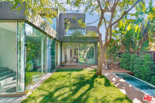 8709 Rangely Ave, West Hollywood, CA 90048 (#20-649484) :: The Parsons Team