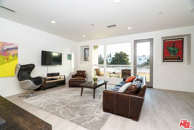 6072 W Studio Ct, Los Angeles, CA 90038 (#20-649952) :: Lydia Gable Realty Group