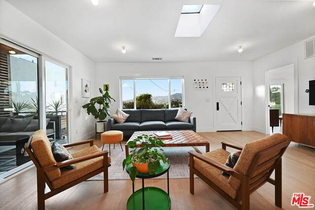 1822 Lucile Ave, Los Angeles, CA 90026 (#20-650448) :: The Parsons Team