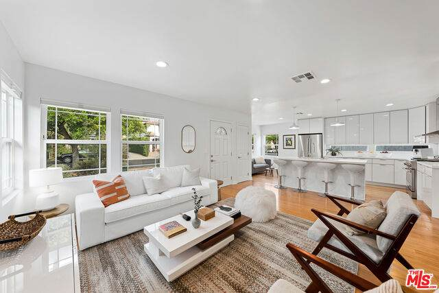 2348 29Th St, Santa Monica, CA 90405 (#20-650622) :: The Pratt Group