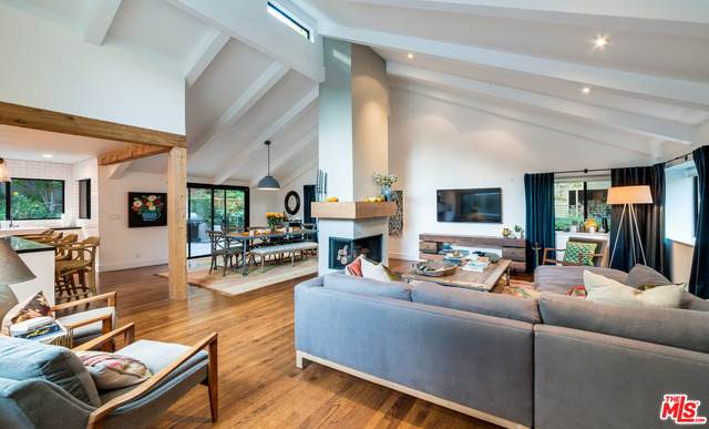 3819 Mandeville Canyon Rd, Los Angeles, CA 90049 (#20-650708) :: The Parsons Team