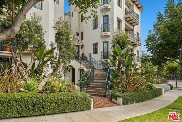 558 Hillgreen Dr #300, Beverly Hills, CA 90212 (#20-650726) :: The Grillo Group