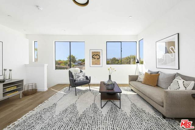 2702 Avenue 33 #3, Los Angeles, CA 90065 (#20-650792) :: Arzuman Brothers