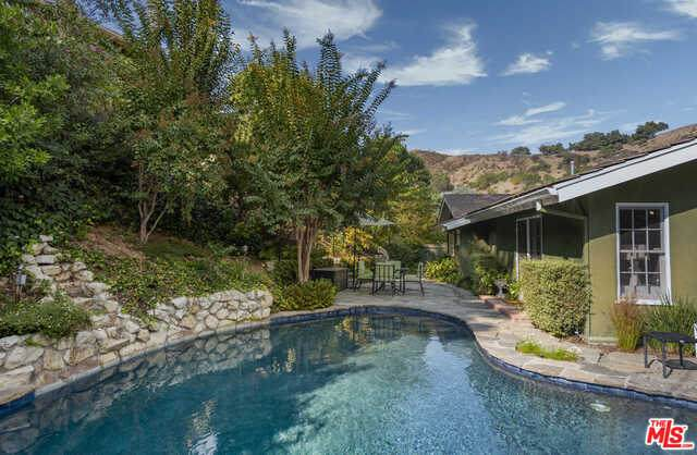 1131 N Norman Pl, Los Angeles, CA 90049 (#20-650898) :: Arzuman Brothers