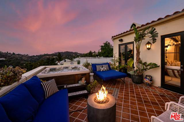 2169 Groveland Dr, Los Angeles, CA 90046 (#20-651344) :: The Pratt Group
