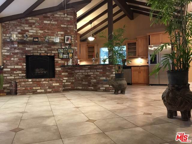 13580 Oxnard St, Valley Glen, CA 91401 (#20-651352) :: Berkshire Hathaway HomeServices California Properties