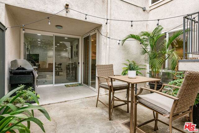 8535 W West Knoll Dr #3, West Hollywood, CA 90069 (#20-651364) :: The Parsons Team