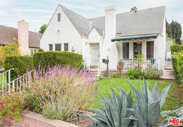 1228 Cottage Grove Ave, Glendale, CA 91205 (#20-651654) :: The Parsons Team