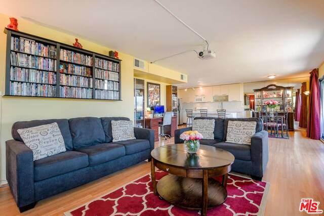 2121 Beloit Ave #302, Los Angeles, CA 90025 (#20-651668) :: Randy Plaice and Associates