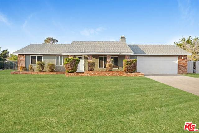 21242 Wisteria St, Apple Valley, CA 92308 (#20-651688) :: Compass