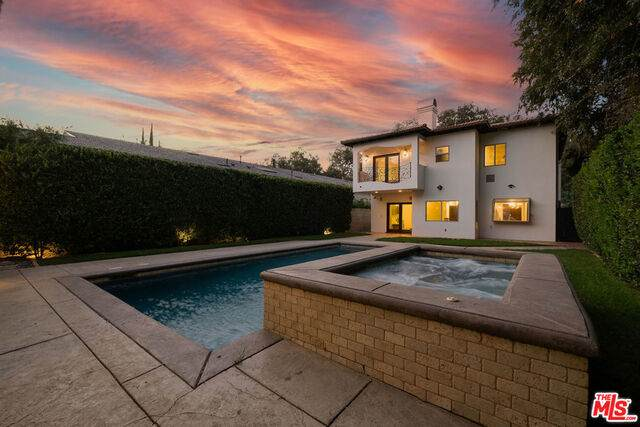15020 Hesby St, Sherman Oaks, CA 91403 (#20-651974) :: Berkshire Hathaway HomeServices California Properties