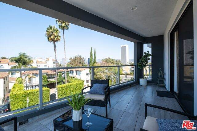 5826 W Olympic #201, Los Angeles, CA 90036 (#20-652060) :: Arzuman Brothers