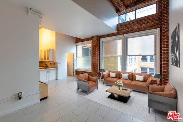215 W 7TH St #1209, Los Angeles, CA 90014 (#20-652154) :: The Parsons Team