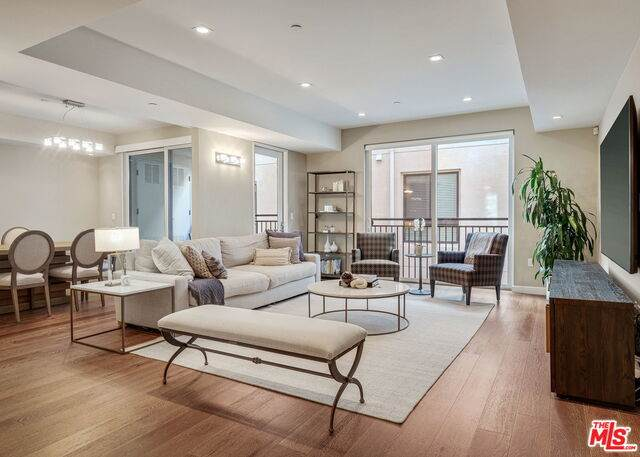 441 S Barrington Ave #207, Los Angeles, CA 90049 (#20-652290) :: The Grillo Group