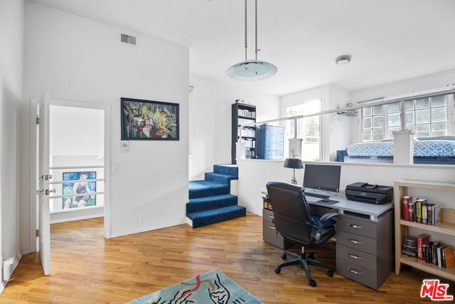 2448 Holly Dr, Los Angeles, CA 90068 (#20-652470) :: The Ellingson Group