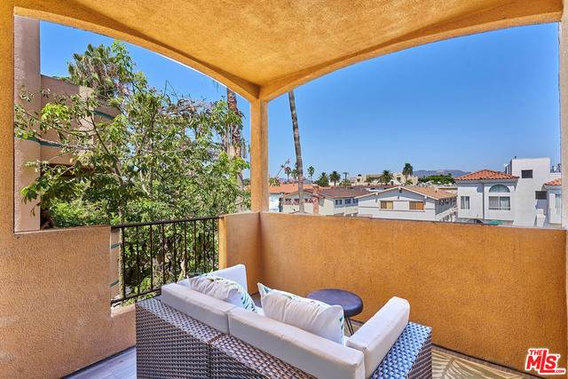 4822 Elmwood Ave #305, Los Angeles, CA 90004 (#20-653032) :: The Pratt Group