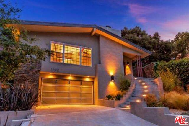 3795 Fredonia Dr, Los Angeles, CA 90068 (#20-653616) :: Arzuman Brothers