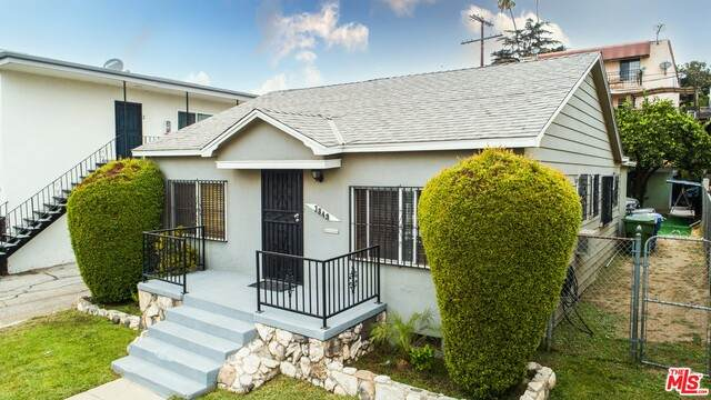 3849 Montclair St, Los Angeles, CA 90018 (#20-653816) :: Compass