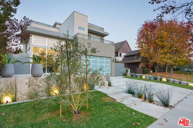 2718 Forrester Dr, Los Angeles, CA 90064 (MLS #20-653932) :: The Jelmberg Team