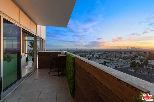 7135 Hollywood Blvd #1101, Los Angeles, CA 90046 (#20-654460) :: Lydia Gable Realty Group