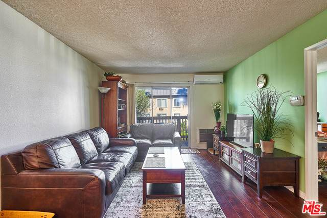 525 Ardmore Ave - Photo 1