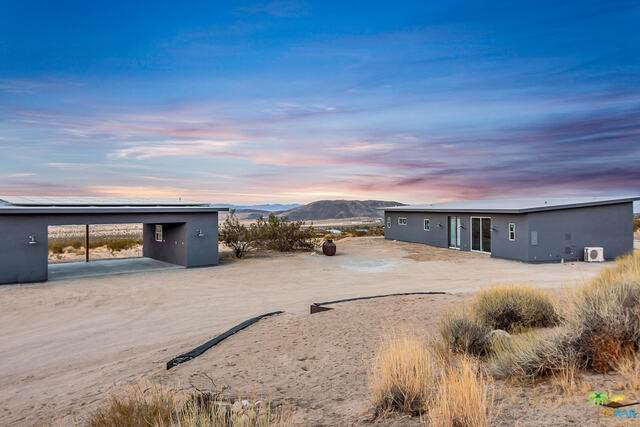 7277 Sun View Ave, Joshua Tree, CA 92252 (#20-658508) :: The Pratt Group
