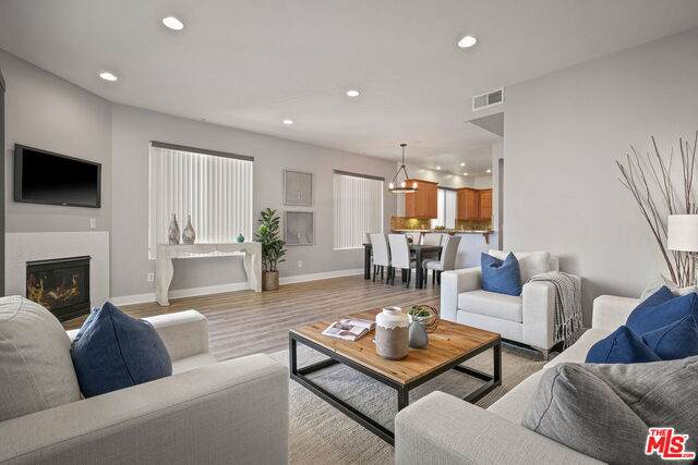 11851 Laurelwood Dr #102, Studio City, CA 91604 (#20-660120) :: Berkshire Hathaway HomeServices California Properties
