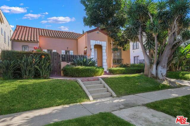 840 S Orange Grove Ave, Los Angeles, CA 90036 (#20-660264) :: The Pratt Group