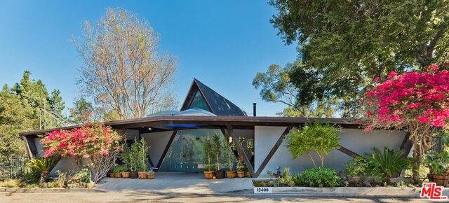 13400 Chalon Rd, Los Angeles, CA 90049 (#20-660522) :: Berkshire Hathaway HomeServices California Properties