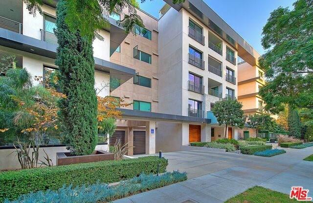 432 N Oakhurst Dr #102, Beverly Hills, CA 90210 (#20-660948) :: The Ellingson Group