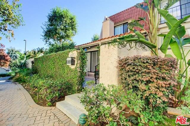 6221-1/2 Nita Ave, Woodland Hills, CA 91367 (#20-661078) :: Berkshire Hathaway HomeServices California Properties